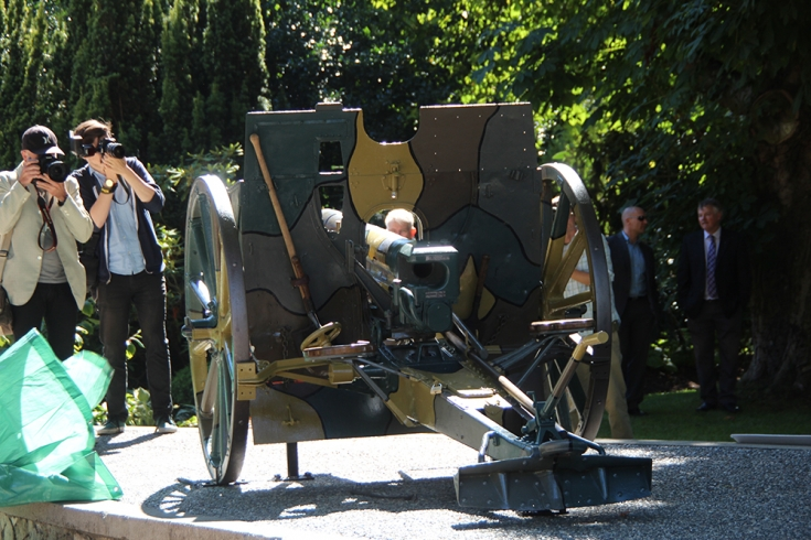 Unveiling of WW1 guns at commemoration event